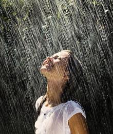 rain,smile,lovely,girl-66a93d40bd81e07379df678341a297c1_h_large