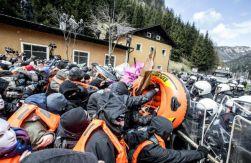 italia-em-brenner-manifestantes-sofrem-ataque-da-3